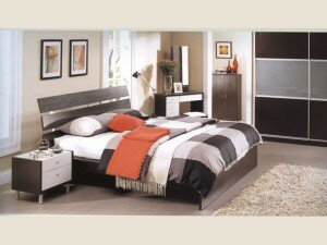 Выбор большой кровати в спальню